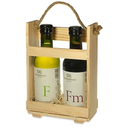 Dve vína v drevenom stojane