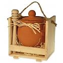 Med v keramike v drevenej odnoske/väčší/