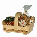 Med s perníkom v drevenej odnoske - košíku